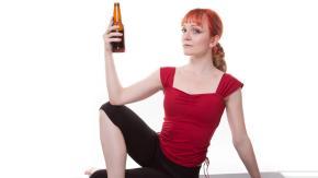 Arriva il Rage Yoga: bestemmie e alcol per rilassarsi!