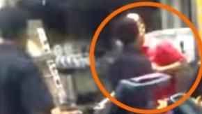 Chiede del bacon sul suo Hamburger: dipendente mussulmano del KFC lo insulta!