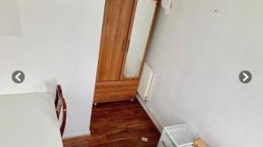 La stanza d'affitto misteriosa: non c'è modo né di entrare né di uscire!
