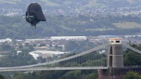 La testa di Darth Vader ha sorvolato l'Inghilterra!