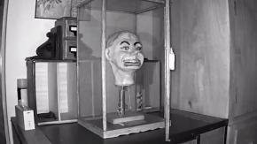 Il mistero della bambola da ventriloquo che prende vita di notte!