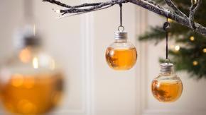 Arrivano le decorazioni natalizie ripiene di Alcol per superare al meglio le feste!