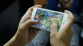 Bimbo di 8 anni spende oltre 1.700 euro in microtransazioni di giochi mobile