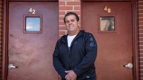 Proprietario annulla l'affitto per centinaia di inquilini per aiutarli durante l'epidemia