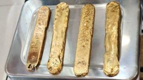 Uomo fermato all'aeroporto con più di 1kg d'oro nel suo retto