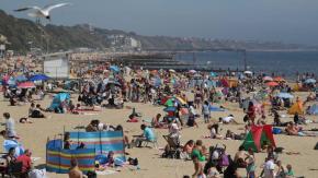 Spiagge affollate nel Regno Unito durante l'epidemia!