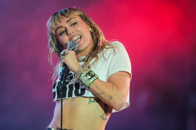 """Miley Cyrus: """"Ho visto un Ufo, dentro c'era un essere che mi ha guardato"""""""
